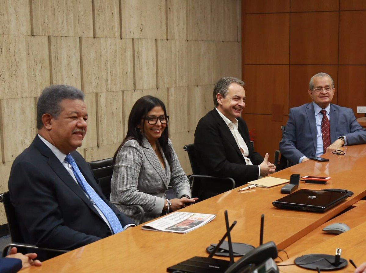 Canciller venezolana y representantes de la Unasur