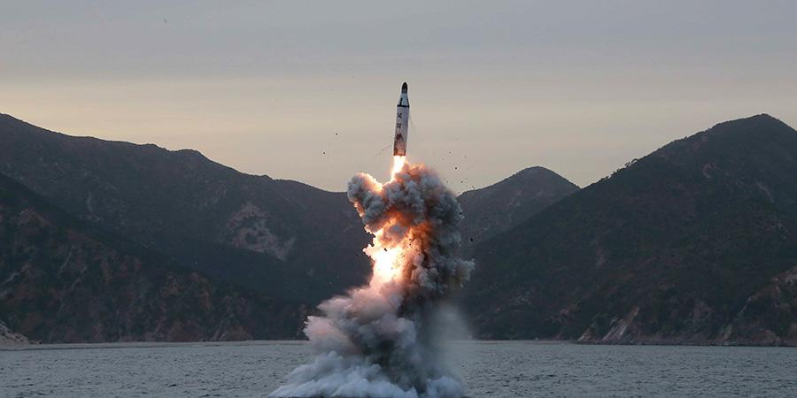 Corea_del_Norte_prueba_misil_lanzado_por_un_submarino.jpg