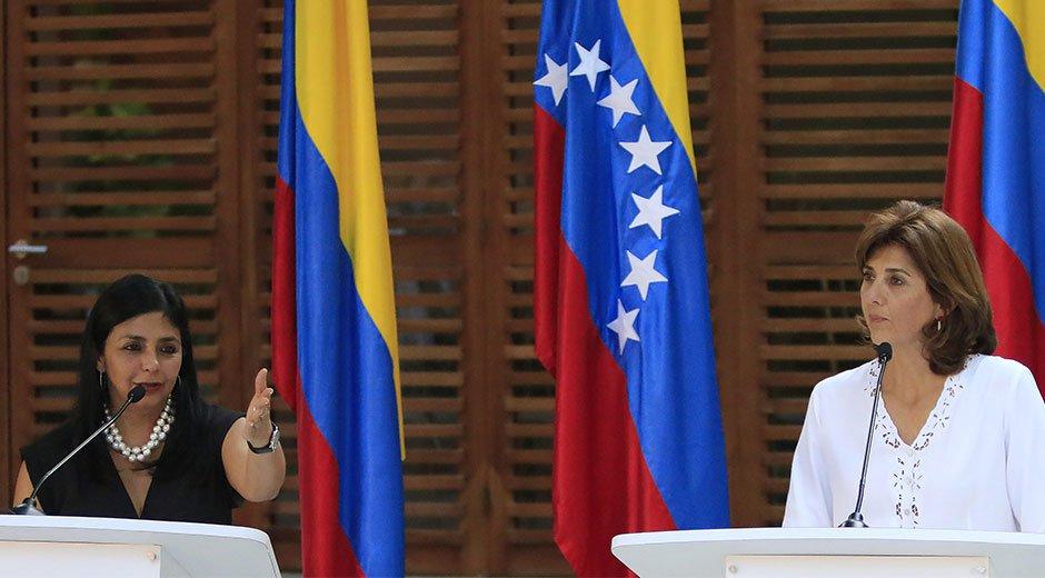 María Angela Holguín y Delcy Rodríguez