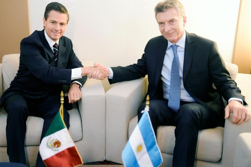 60122036. Davos, 22 Ene. 2016 (Notimex-Presidencia).- En el marco de sus actividades en el Foro Económico Mundial, el presidente de México, Enrique Peña Nieto, sostuvo una reunión con su homólogo de la República Argentina, Mauricio Macri. En el que fue el primer encuentro que ambos mandatarios sostienen, dialogaron sobre el mutuo interés de fortalecer la relación bilateral en sus diversos aspectos. NOTIMEX/FOTO/PRESIDENCIA/COR/POL/  ???????5