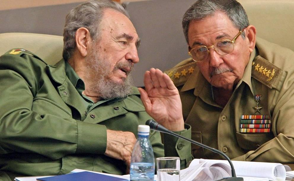 Raúl Castro y Fidel Castro