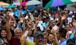 Tres_exministros_de_Ch__vez_apoyan_referendo_revocatorio_contra_Maduro.jpg