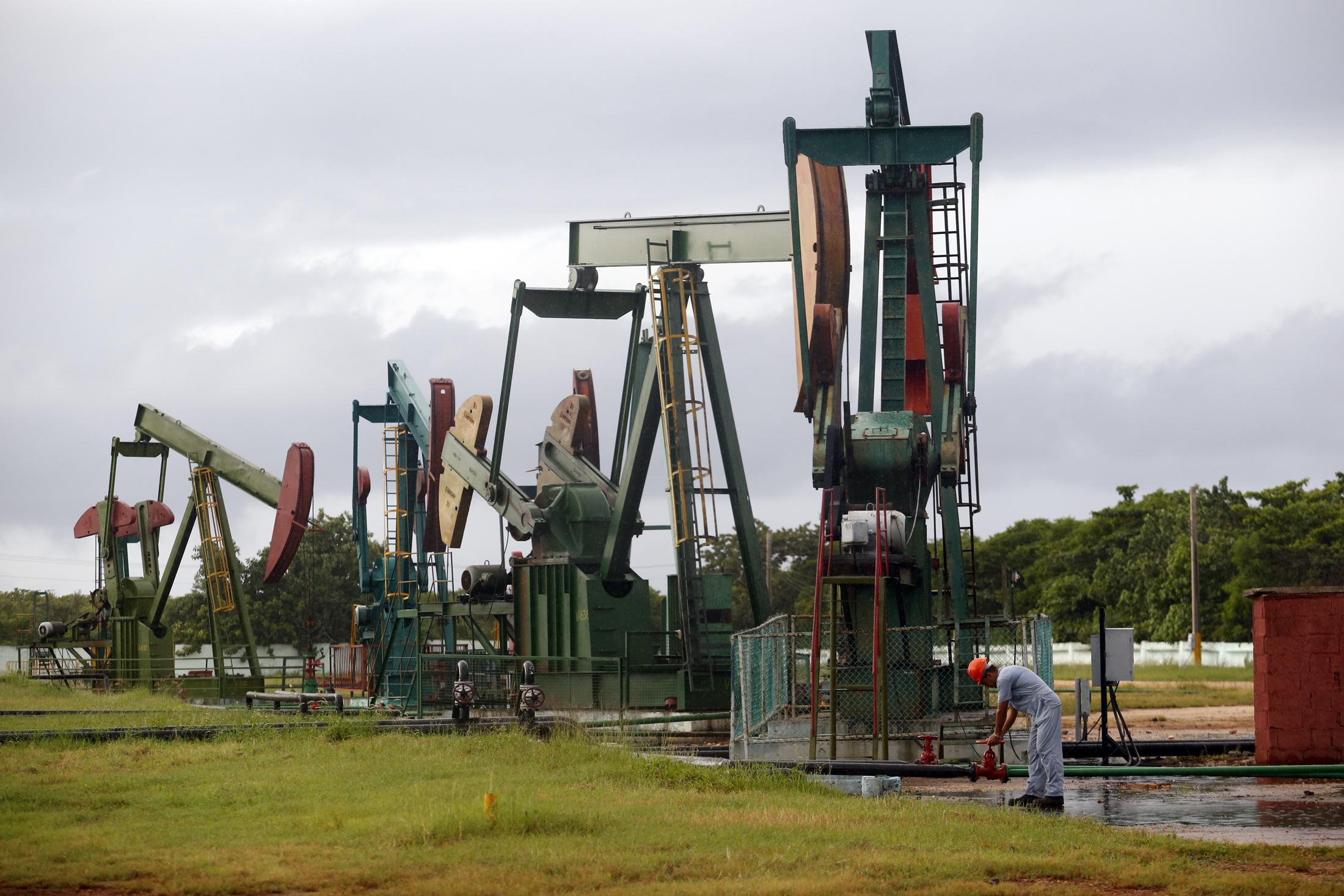 Centro colector numero 10 destinado a la extraccion de petroleo, en el municipio Cardenas, provincia Matanzas, Cuba de  de 2015. Foto: Jorge Luis Baños_IPS