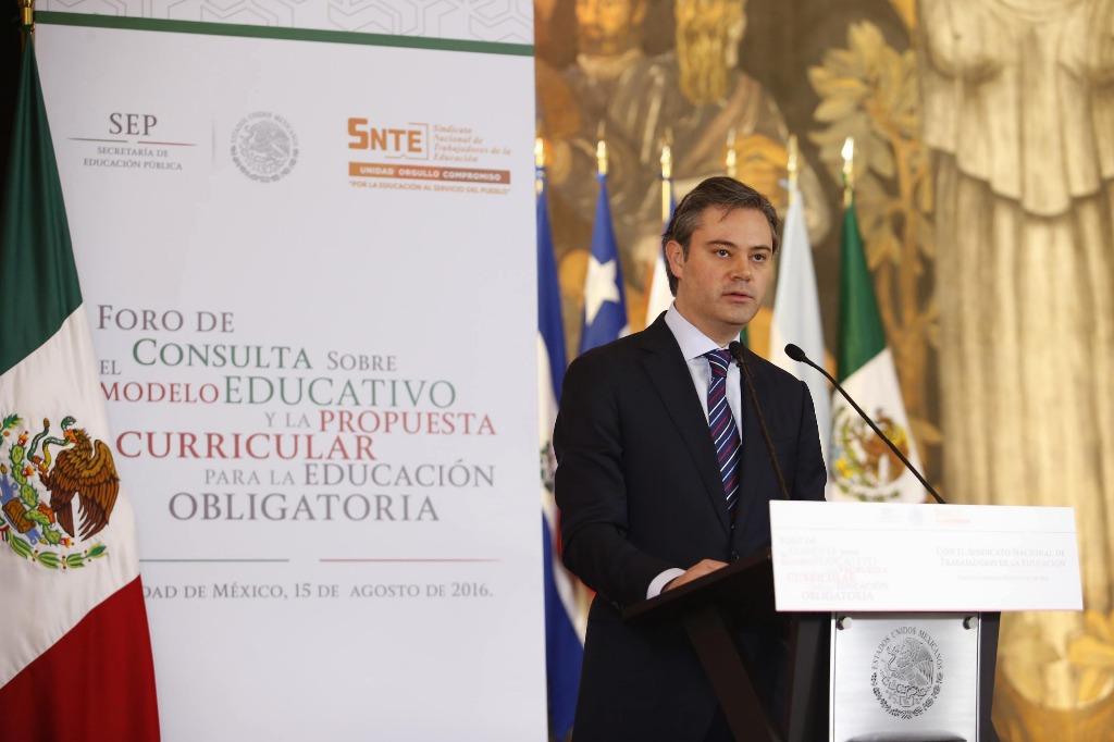 Aurelio Nuñez presentó el nuevo modelo este lunes / Foto La Jornada