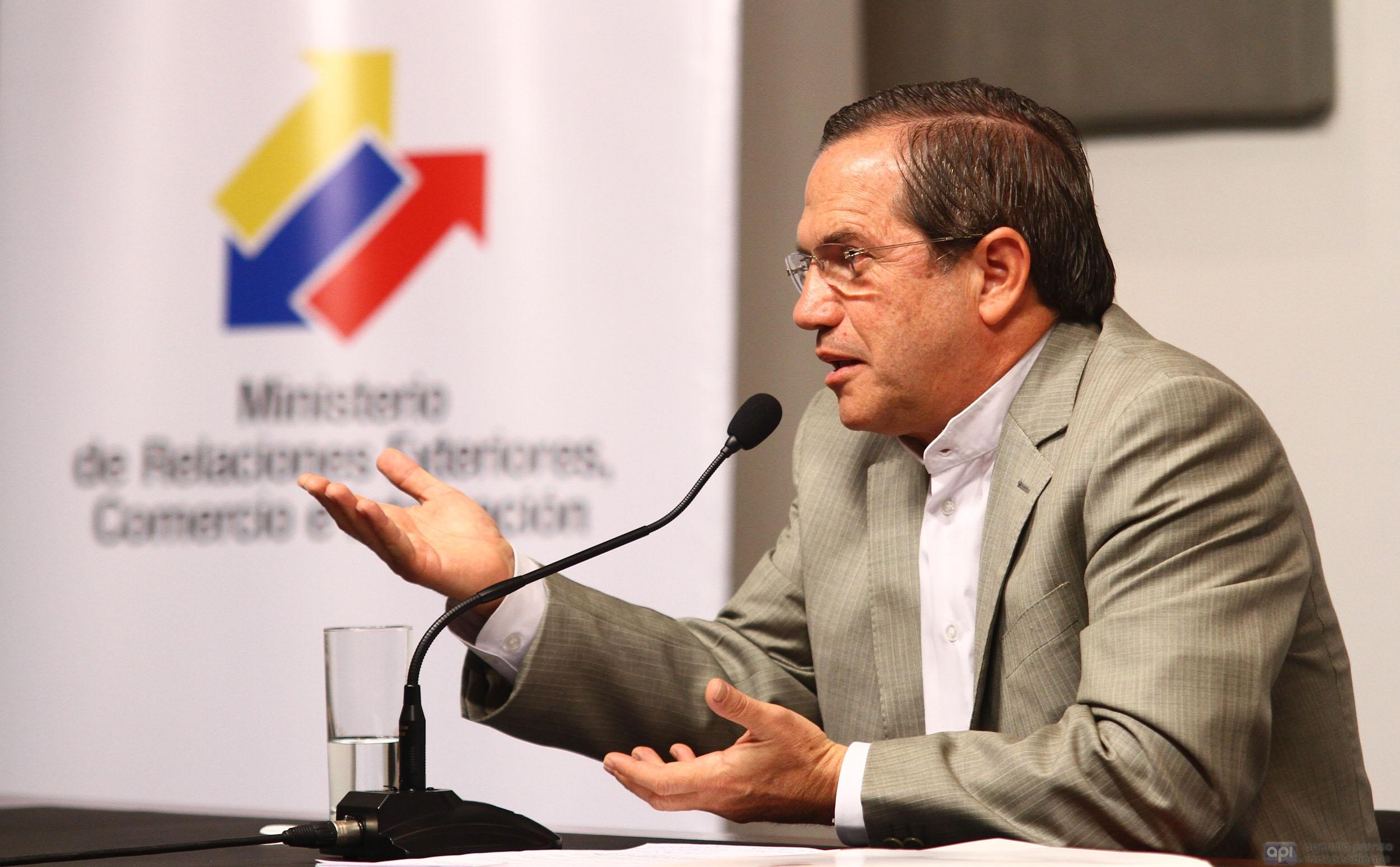 QUITO 2 DE FEBRERO 2012. RICARDO PATIÑO HABLA SOBRE LAS DIFERENCIAS CON LA UNION EUROPEA. FOTOS API / JUAN CEVALLOS.