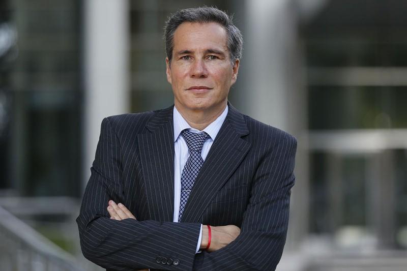 """Alberto Nisman, fiscal argentino encontrado muerto a principios del 2015 por un disparo en la cabeza. Aún su mueret se califica como """"dudosa"""" por no saber si se trató de suicidio o de un asesinato."""