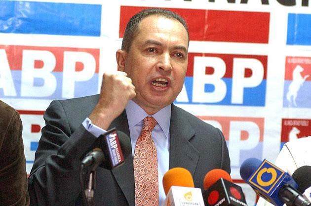 """Diputado Richard Blanco: """"Nos irán a sacar muertos en urnas de la Asamblea Nacional"""""""