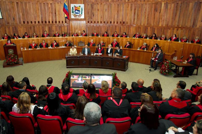 """Supremo venezolano asumirá competencias del Parlamento por """"desacato"""""""
