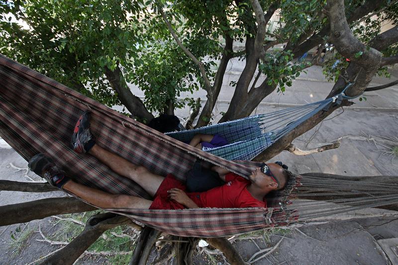 Venezolanos duermen a la intemperie en Brasil mientras buscan trabajo