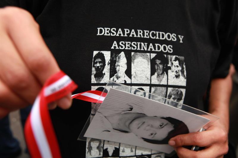 buhola-familias-de-desaparecidos-en-peru-hacen-vigilia-tras-anuncio-de-ley
