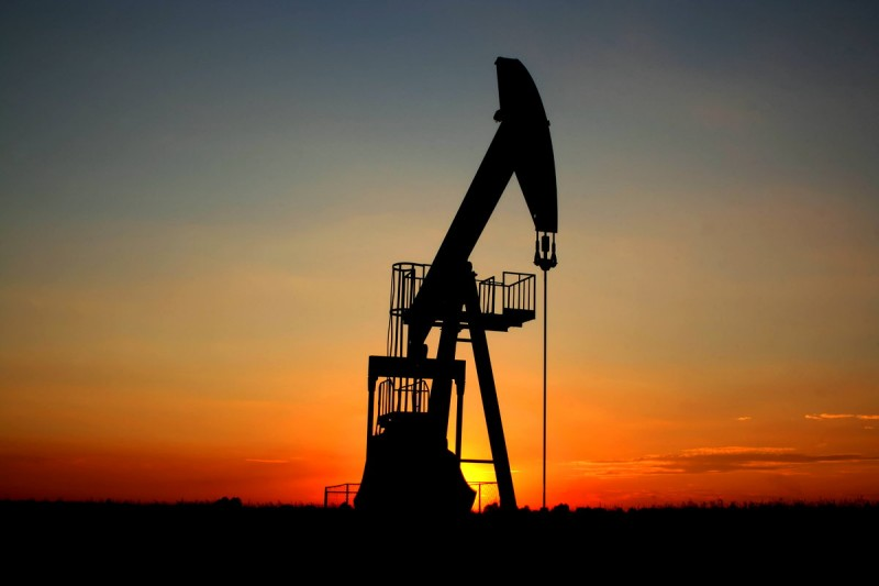 petroleo-sube-y-supera-barrera-de-80-dolares-800x533