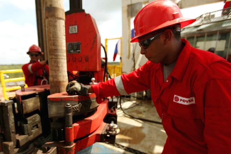 trabajadores-de-pdvsa-petroleos-de-venezuela-01-06-2015-800x533