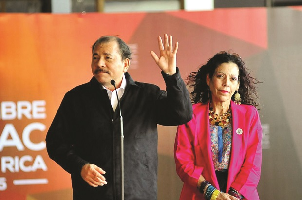 Daniel Ortega junto a su esposa, Rosario Murillo-EFE