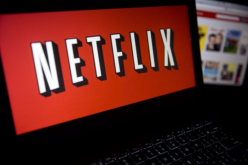 The Netflix Inc. website and logo are displayed on laptop computers arranged for a photograph in Washington, D.C., U.S., on Tuesday, Jan. 21, 2014. Netflix Inc., the largest subscription streaming service, is expected to release earnings data on Jan. 22. Photographer: Andrew Harrer/Bloomberg