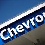 El logo de Chevron visto en una de sus estaciones en Los Ángeles, California, Estados Unidos. 12 de abril de 2016. La Corte Suprema de Estados Unidos rechazó el lunes una apelación de Ecuador contra un arbitraje internacional por 96 millones de dólares que favoreció a la petrolera Chevron Corp en una disputa por la explotación de yacimientos de crudo en el país sudamericano. REUTERS/Lucy Nicholson