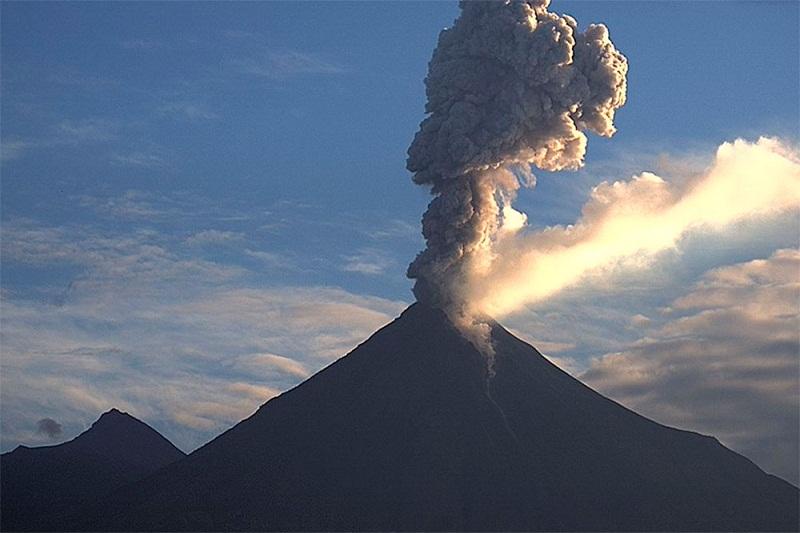 fumarola volcan_colima