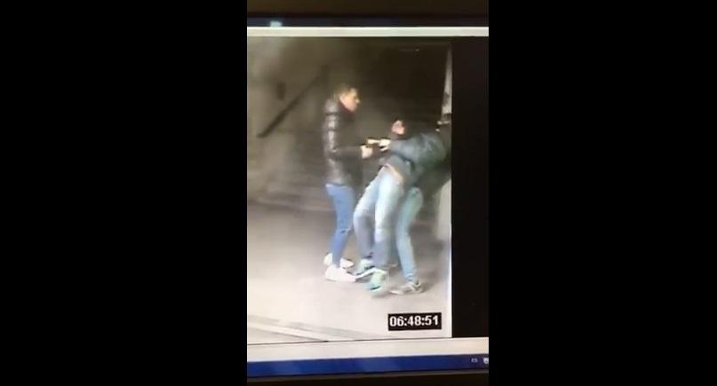 """Un video capta un atraco en el Metro de Madrid con la técnica del """"mataleón"""""""