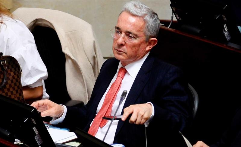 Dos exfuncionarios de Uribe estarían implicados en plan contra el Supremo de Colombia