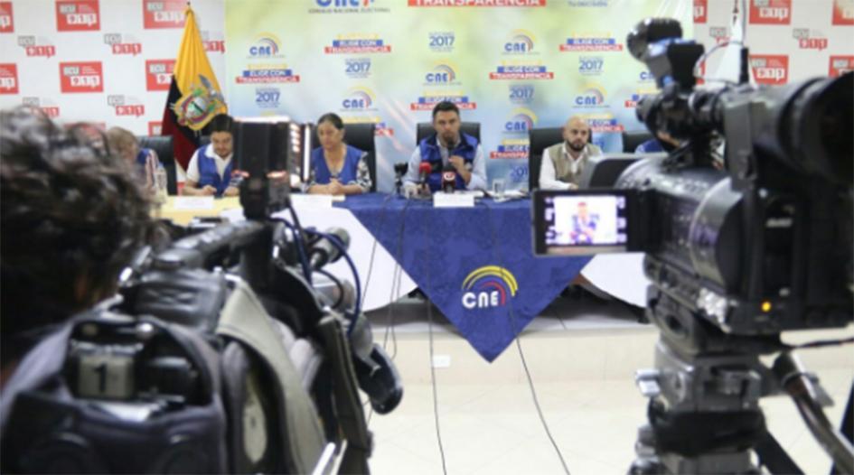 CNE Ecuador / Diario El Manaba