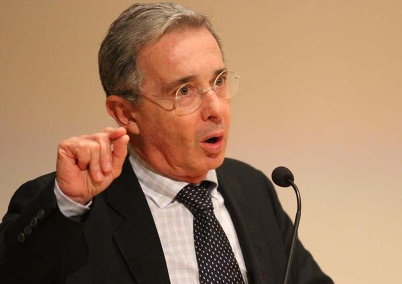 Álvaro Uribe pidió al Ejército venezolano intervenir el régimen de Nicolás Maduro