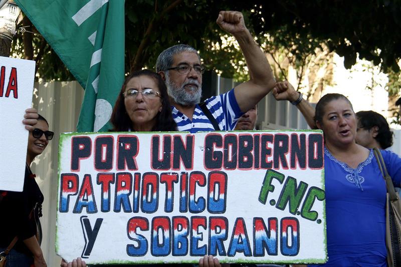 Campesinos participan en el lanzamiento hoy, miércoles 15 de marzo de 2017, de una nueva edición de la Marcha Campesina que se realizará a finales del mes de marzo en Asunción (Paraguay). EFE