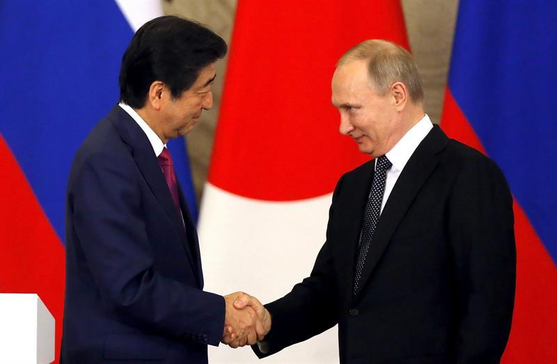 Japón y Rusia trabajan acuerdos de paz