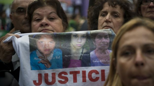 Mujeres protestan por liberación de mujer y femicidios registrados en Argentina