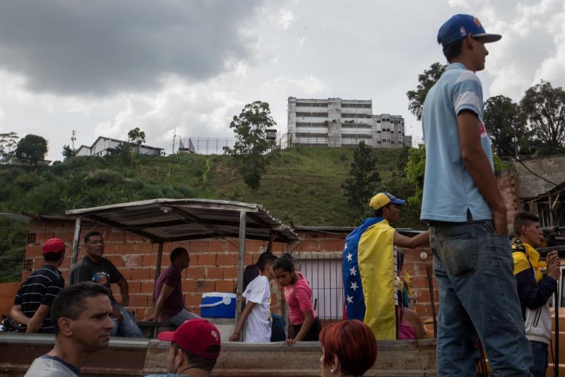 Fotografía del edificio de la cárcel Ramo Verde hoy, viernes 28 de abril de 2017, en Los Teques (Venezuela). EFE