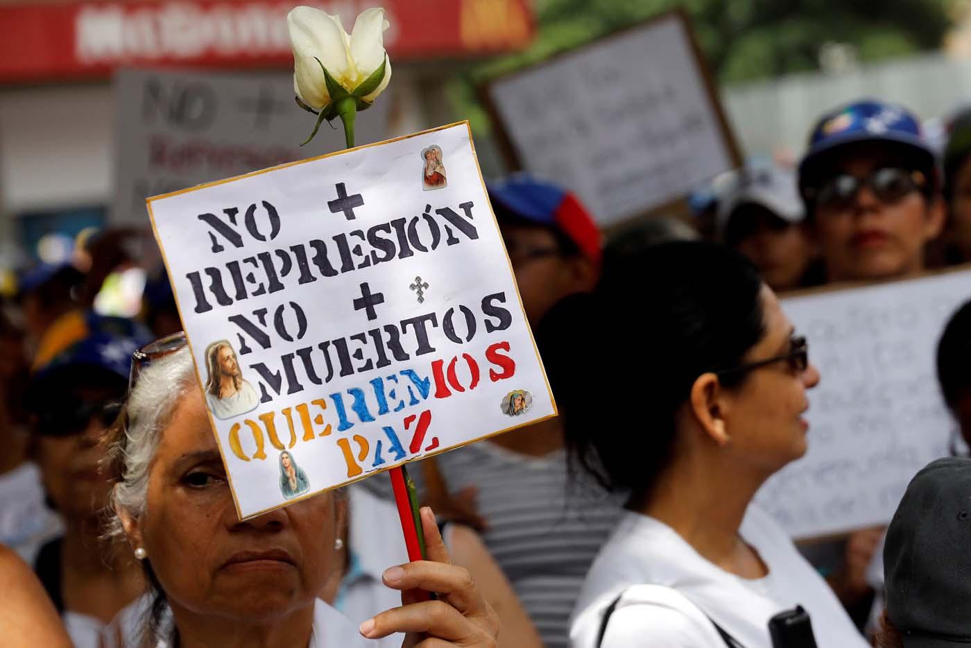 2017-05-06T153632Z_1864134204_RC1746B96D70_RTRMADP_3_VENEZUELA-POLITICS