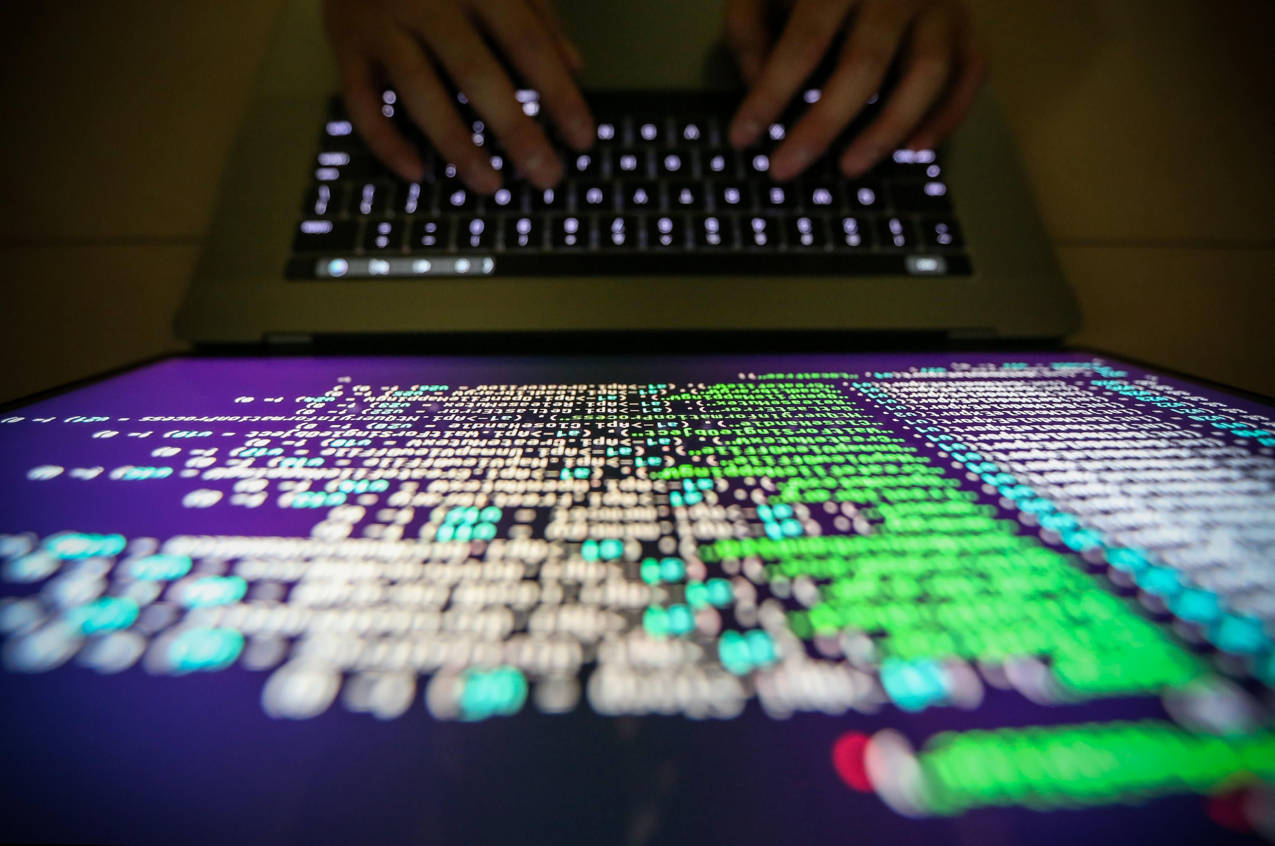 RIT01. Taipei (Taiwan), 12/05/2017.- A programer shows a sample of decrypting source code in Taipei, Taiwan, 13 May, 2017. According to news reports, a 'WannaCry' ransomware cyber attack hits thousands of computers in 99 countries encrypting files from affected computer units and demanding 300 US dollars through bitcoin to decrypt the files. (Atentado, Estados Unidos) EFE/EPA/RITCHIE B. TONGO