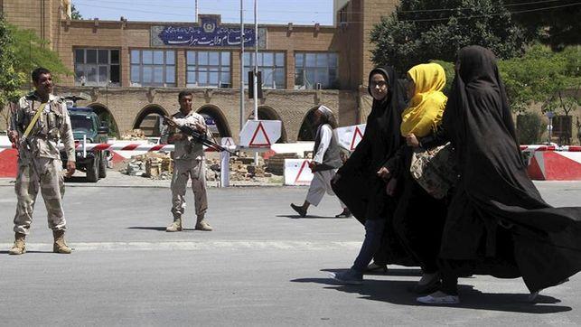 Mueren-policias-afganos-bombardeos-Unidos_EDIIMA20170610_0158_4