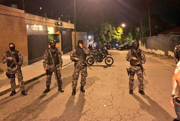 Allanamientos y detenciones de militantes denuncia oposición venezolana