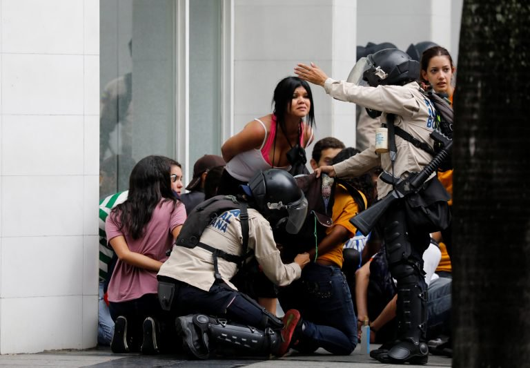 estudiantes detenidos el rosal