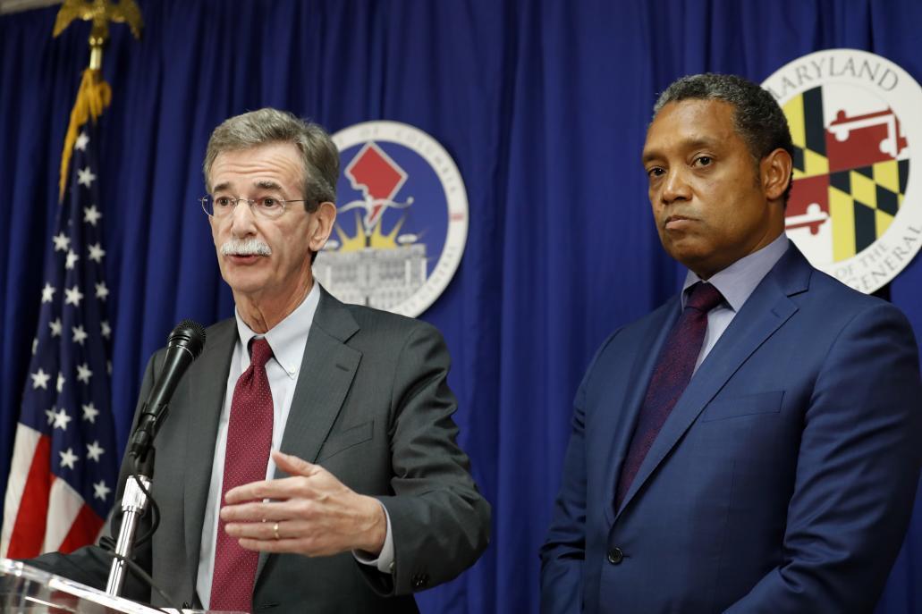 Los fiscales generales de Maryland, Brian Frosh, y del Distrito de Columbia, Karl Racine