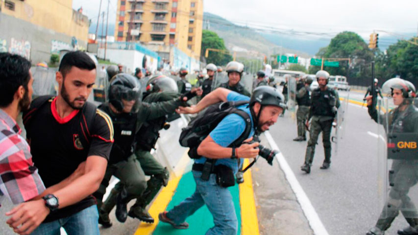 periodistas-agredidos-gnb