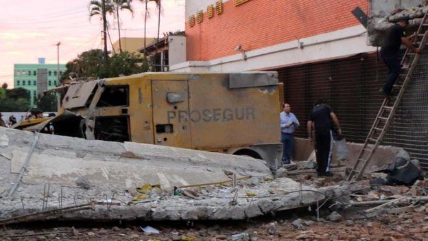Foto archivo/ Edificio Prosegur donde decenas de vehículos quedaron destruidos tras asalto en Paraguay del PCC