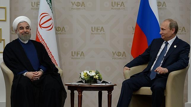 Presidente de Irán, Hasan Rohaní junto a Vladímir Putin, presidente de Rusia.