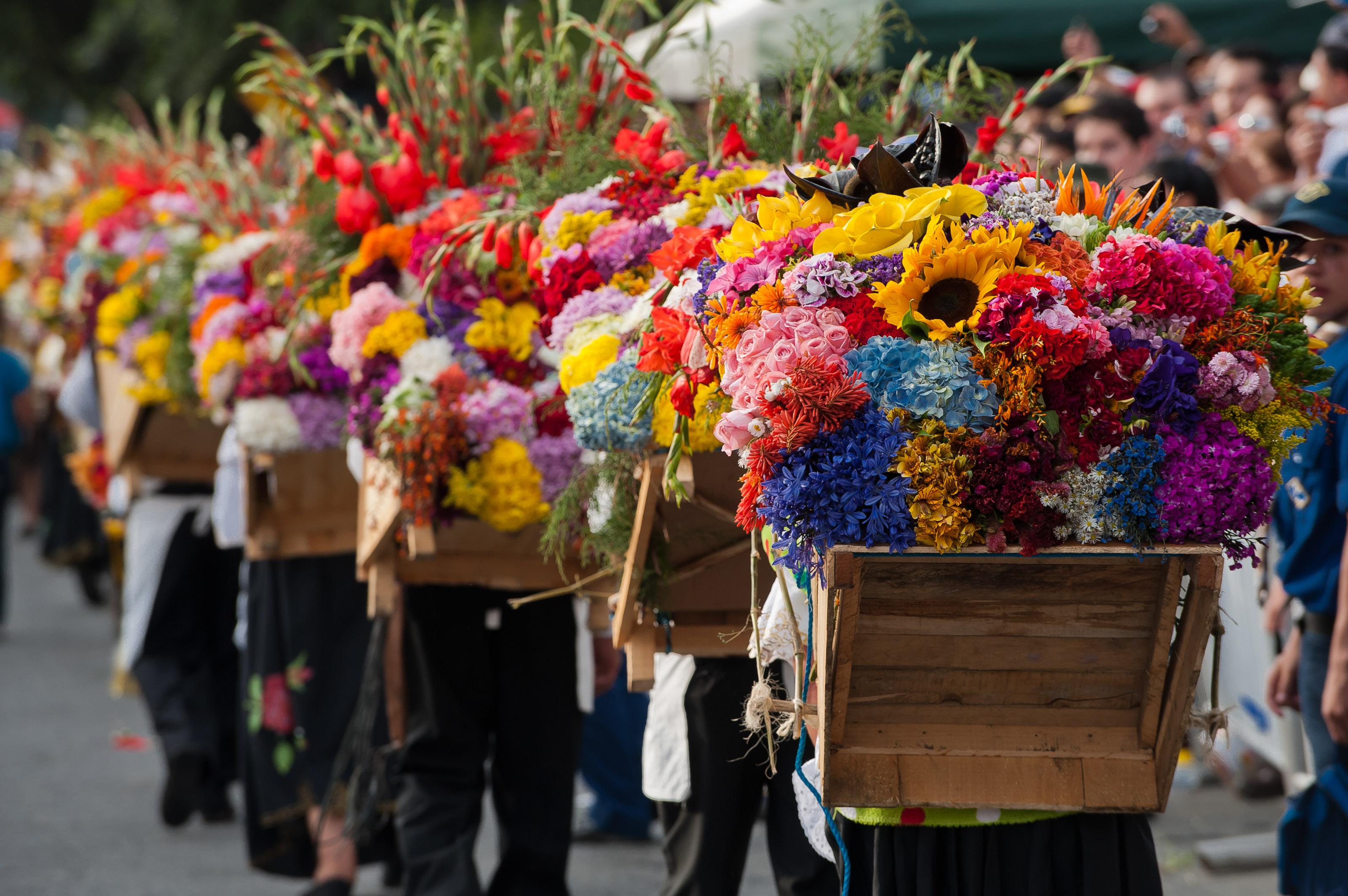 Resultado de imagen para Los Silleteros feria de las flores en medellin