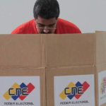 Maduro vota Constituyente