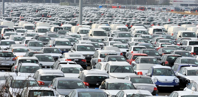 (FILES) This file photo taken on January 30, 2009 shows unsold new cars are parked at Grimsby Docks, Grimsby, north-east England on January 30, 2009.  Leading car firms have been hit hard by the recession with cuts in production and widespread job losses.  Britain said on July 26, 2017 it will outlaw the sale of new diesel and petrol cars and vans from 2040 in a bid to cut air pollution but environmental groups said the proposals did not go far enough. Environment minister Michael Gove announced the move as part of the government's keenly-awaited £3 billion ($3.9 billion, 3.4 billion euro) air pollution plan, which will demand that councils propose measures by March next year to reduce nitrogen dioxide (NO2) levels.  / AFP PHOTO / Andrew YATES