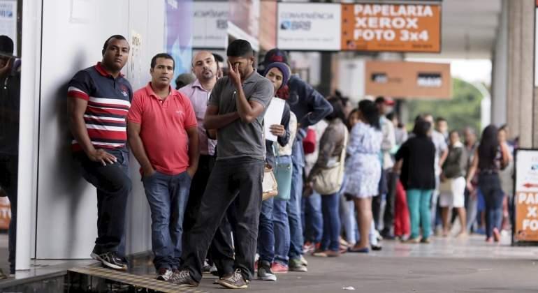 cola-paro-desempleo-brasil-reuters