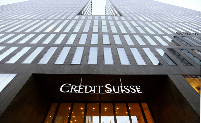 The logo of Swiss bank Credit Suisse is seen at an office building in Zurich October 24, 2013. Credit Suisse will shrink interest rate trading after revenue and profit at its investment bank slid in the third quarter, it said on Thursday, further scaling back an area squeezed by strict new regulation and feeble activity. REUTERS/Arnd Wiegmann (SWITZERLAND - Tags: BUSINESS LOGO)