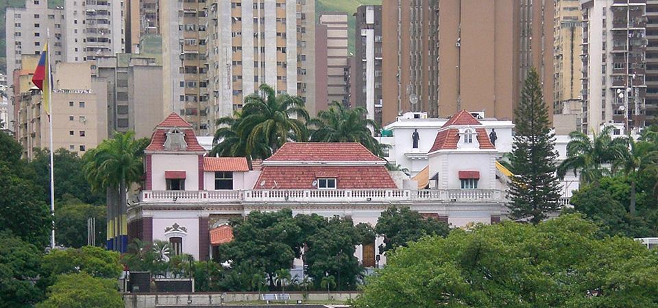 Fachada-del-Palacio-de-Miraflores