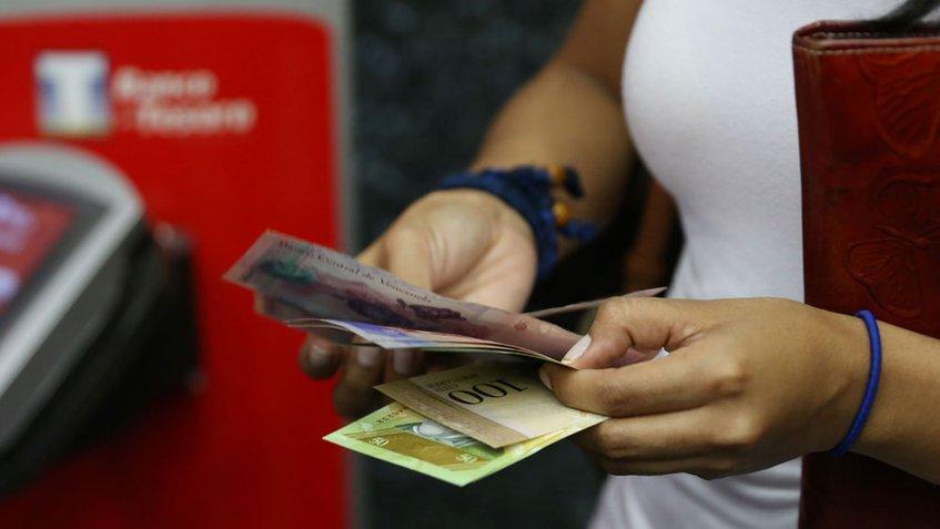 Venezolanos pierden sus empleos por la falta de efectivo ¡Otro logro revolucionario!