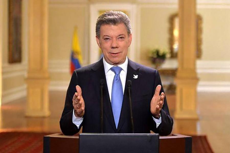 Santos urge a restaurar democracia en Venezuela para parar éxodo