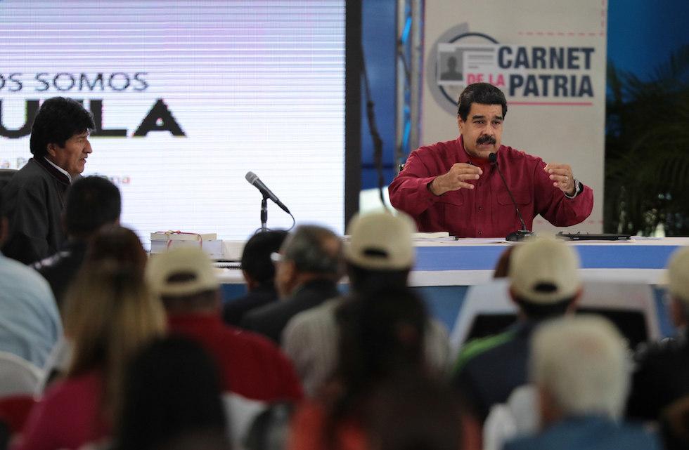 Maduro asegura que las redes sociales deberían ser controladas por él
