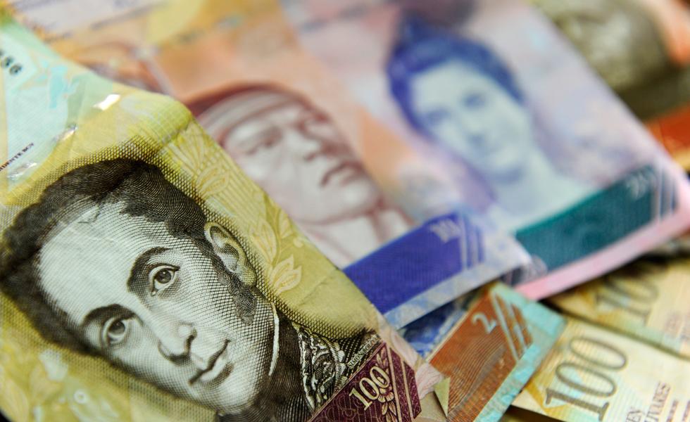 Venezolanos ahogados en la pobreza por  hiperinflación y control cambiario