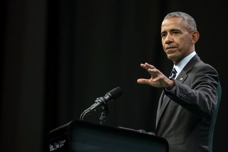 Former United States' President Barack Obama, delivers a speech during the Green Economy Summit 2017 in Cordoba province some 740 kilometres Northwestern Buenos Aires,  on October 6, 2017. The global fight for clean energy rests with businesses and ordinary people as governments lag behind, experts told an environmental conference in Argentina Friday ahead of a keynote speech by former US president Barack Obama. / AFP PHOTO / Pablo Gasparini