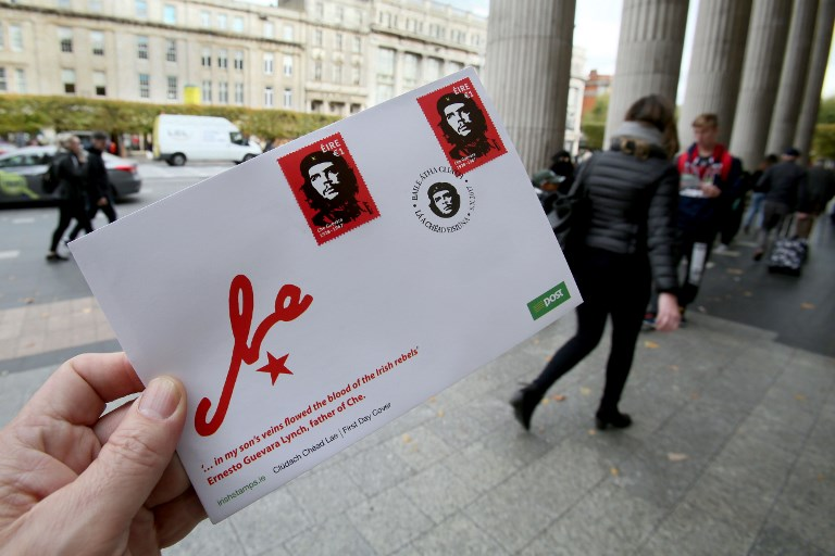 "A stamped envelope, released by Ireland's post office, An Post, featuring an image by Irish artist Jim Fitzpatrick, of Argentine revolutionary leader Ernesto ""Che"" Guevara is displayed outside the General Post Office (GPO) in Dublin, Ireland on October 10, 2017. / AFP PHOTO / Paul FAITH"