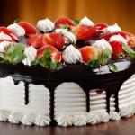 una torta de fresas